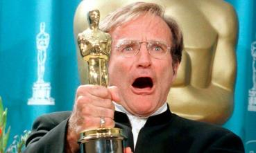 video-robin-williams-gano-el-oscar