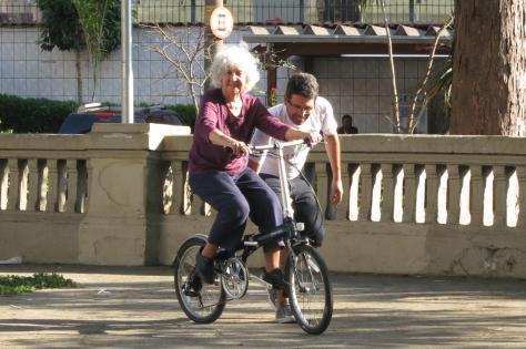 dona-nice-aprendendo-a-pedalar-com-bike-anjo-Foto-Paulo-Dimas