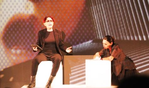 Freud (Liana Timm) e Anna Freud (Lenira Fleck) em um dos intensos diálogos. (FOTO: Vanessa Santos)